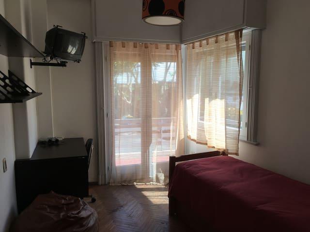 Dormitorio-Escritorio/Bedroom with working desk
