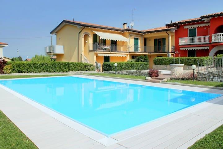 Appartement de campagne paisible avec piscine