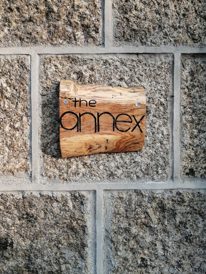 The Annex at Crowlas, private kitchen and bathroom