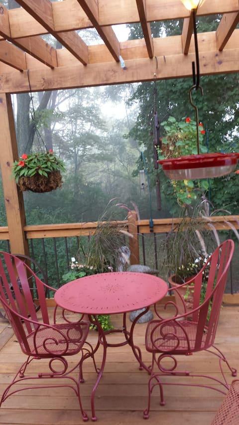* Traveler's Sanctuary 2 br/2ba, native garden