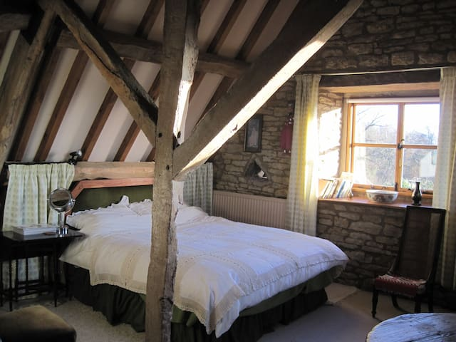 17c Listed Barn in beautiful Cotswold village - Oddington - 家庭式旅館