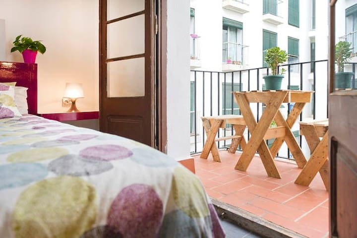DOUBLE ROOM WITH BALCONY IN THE CITY CENTER RAVAL