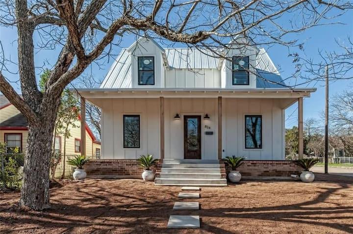 Brand New Farmhouse - 3 miles to Magnolia and BU!