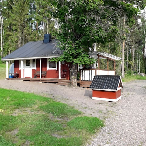 Summer cottage with sauna and terrace close to bay