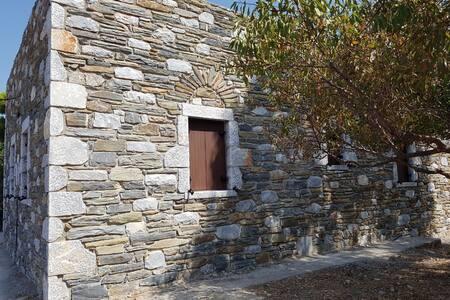 Πέτρινη Εξοχική Κατοικία στην Βάθεια Μάνης