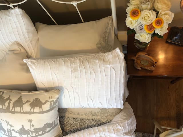 goose down and down alternative pillows