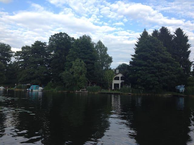 Tagsüber mit Boot fahren, abends ins Theater gehen - Königs Wusterhausen - House