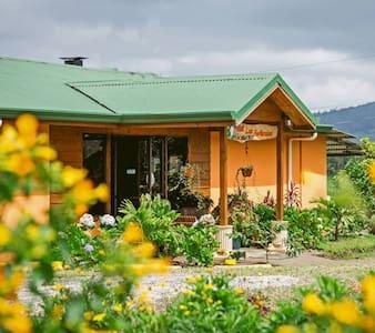 Hospedaje EcoGranja Don Lolo - Porvenir - Cabin