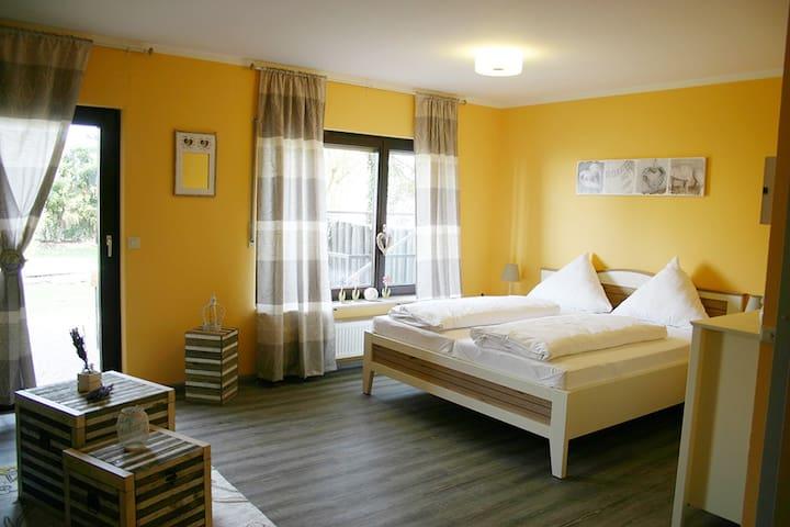 Gemütliche und neue Ferienwohnung - Grünstadt - Apartament