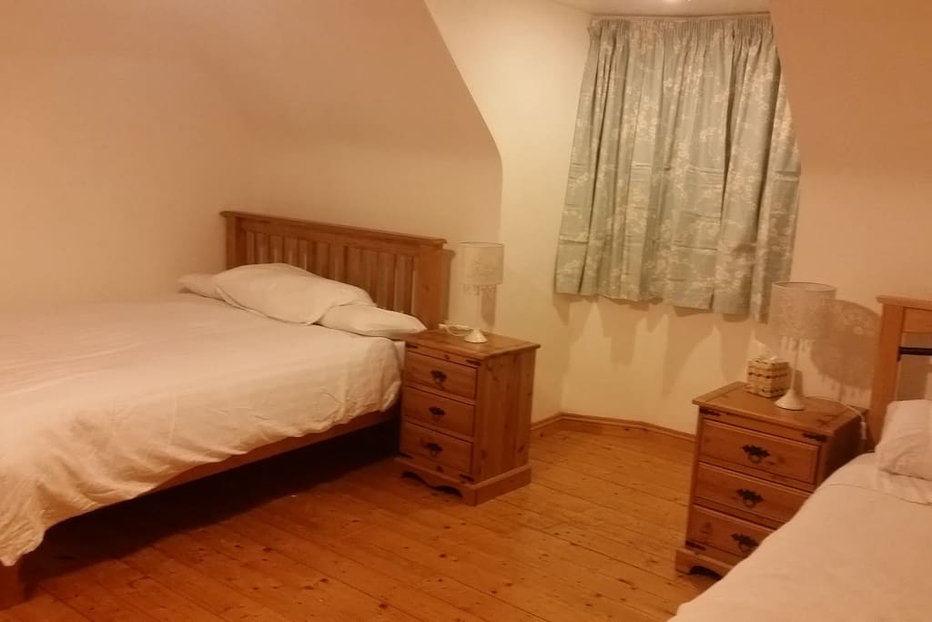 Large En Suite Room With 2 Double Beds. Newly Painted.