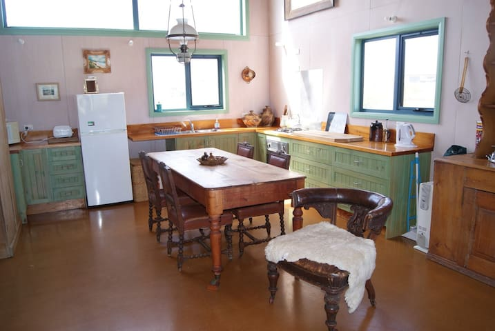 Sirens: 2bed home on Currie Harbour - Currie - Casa