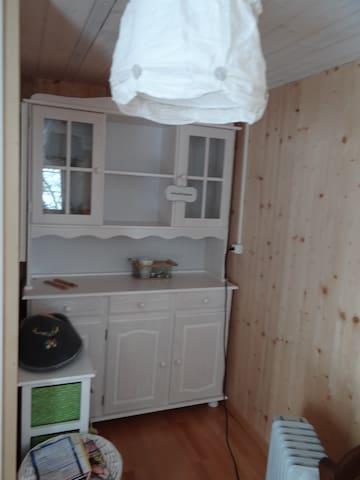 schöne Holz-Möbel