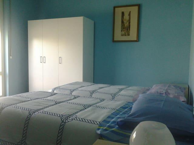 Deliziosa camera con bagno - san giuliano milanese  - Bed & Breakfast