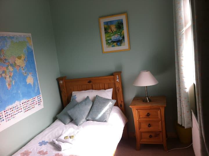 Single room in 4 Willow Park Shantalla,