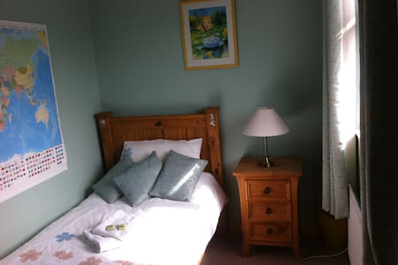 Single room in 4 Willow Park - House