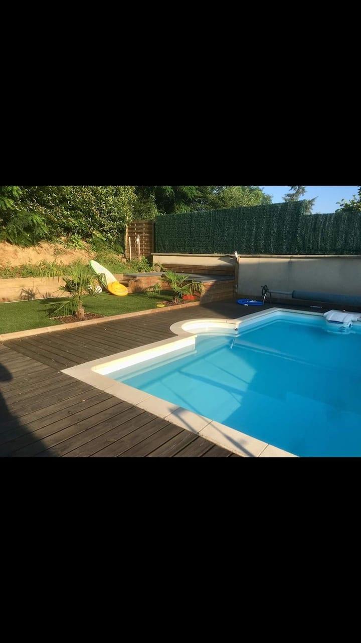 Havre de paix avec piscine au coeur de Brive.
