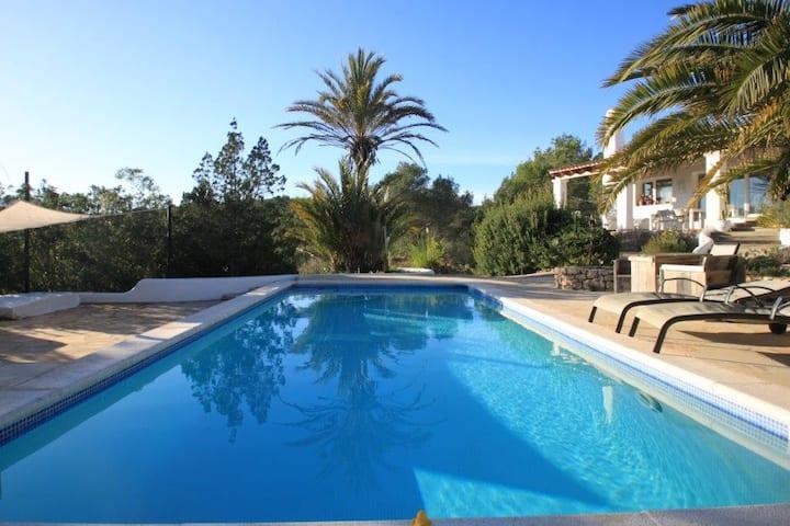 Private Villa w/Pool.  Exclusive. Walk to beach.