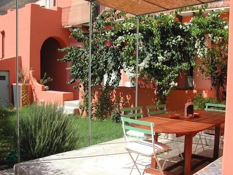 Hus i villa '800 med have. Frisk og rummelig