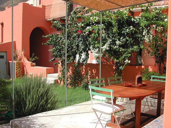 Casa in villa '800 con giardino. Fresca e spaziosa