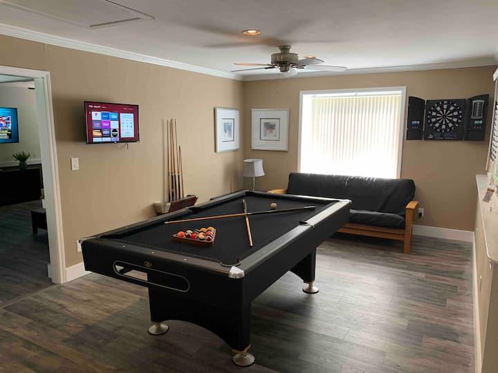 Game room, Spacious Modern Charm