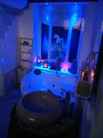 Saltire suite bathroom