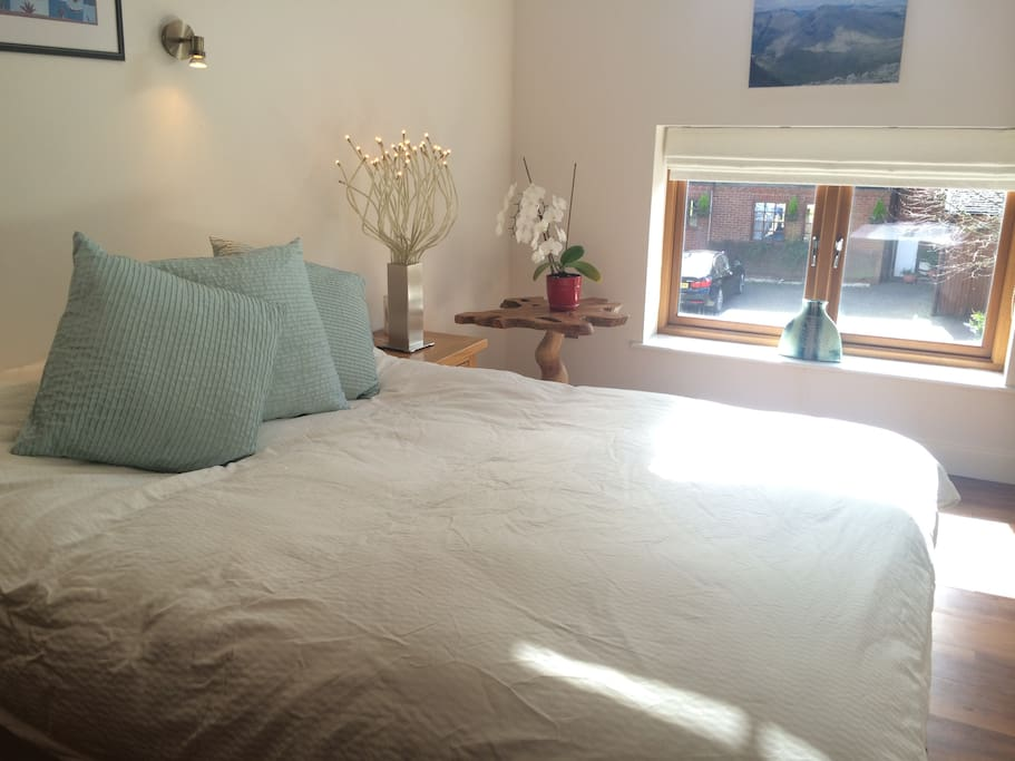 Bright and airy double room - view over courtyard