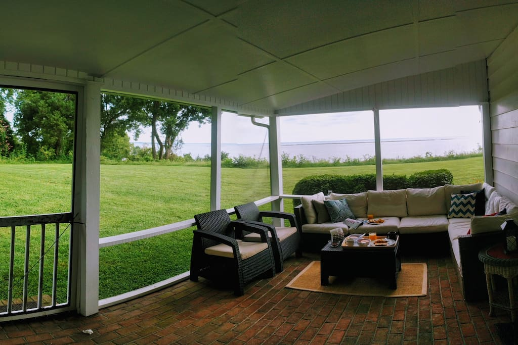 The outdoor lounge area is great for breakfast, afternoon cocktails or just reading a book.
