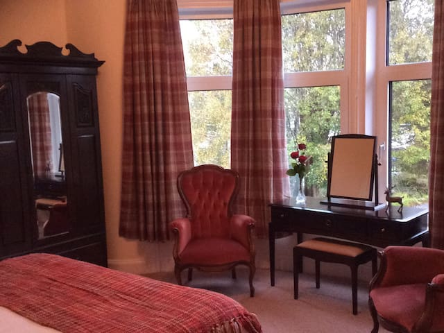 Red Stag Suite with large dressing room and two toilets and shower room