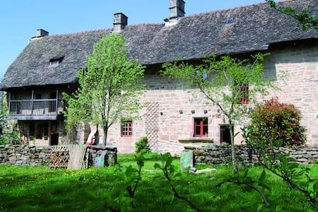 Maison fin XV avec éco-restauration - Meyrignac-l'Église - Casa