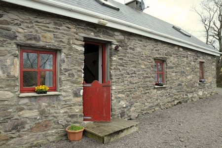Secluded Romantic Country Cottage - Cahersiveen