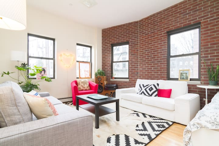 New, spacious 1BD in Williamsburg