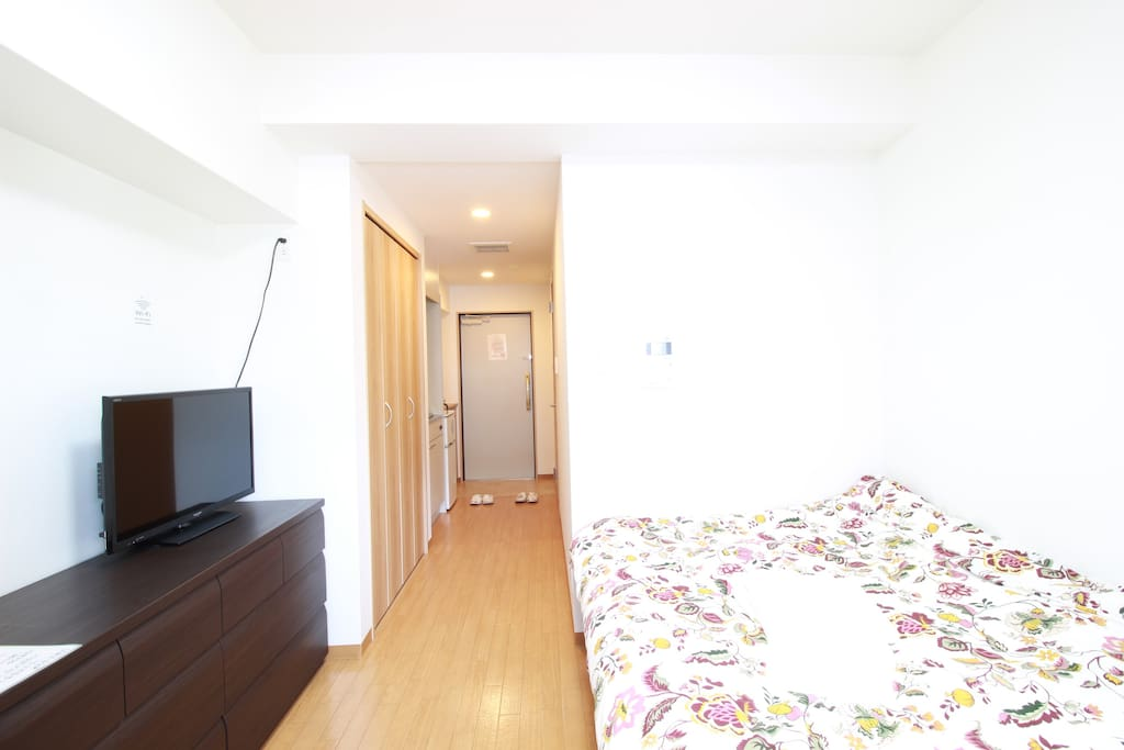 【Bedroom】A double bed, a tv and a desk