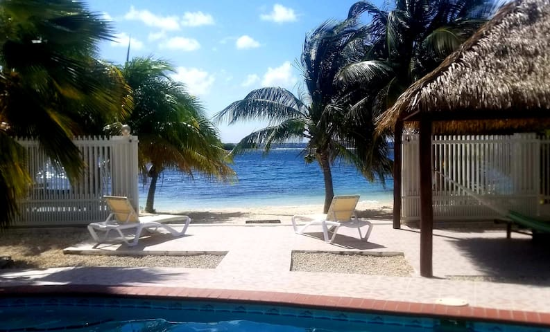 Private Romantic (actual) Beachfront  Retreat