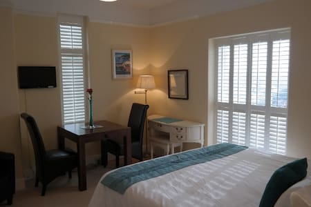 B&B with stunning views and parking - Dartmouth