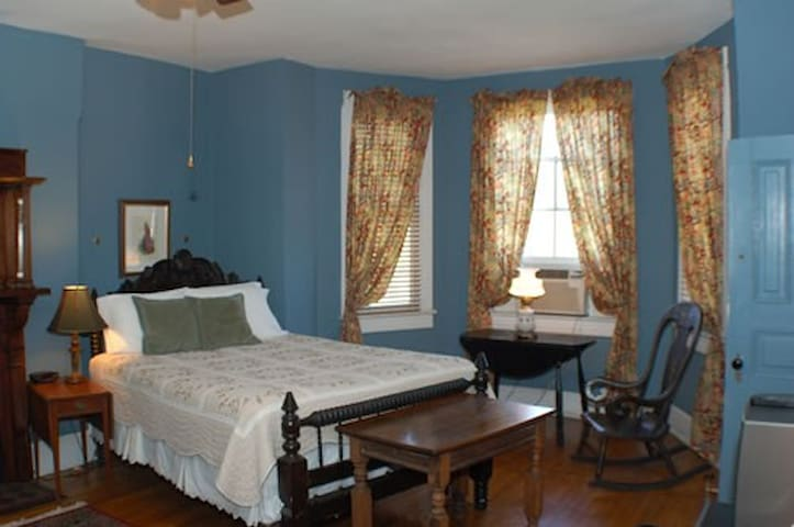 Chester A Arthur B&B, Highland Room