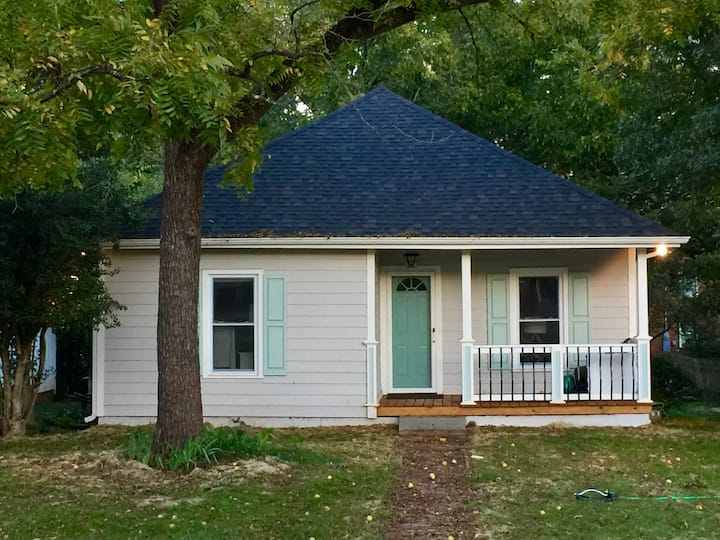 Amazing Bungalow in Historic Downtown Belmont