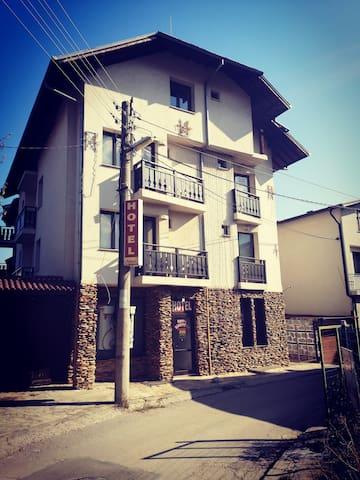 Hotel Riskyoff