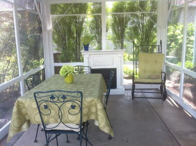 Private Room Close to Downtown! - Appleton - House