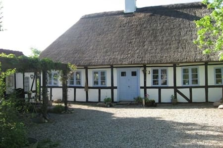 Charming Country Cottage,near beach - Humble - House