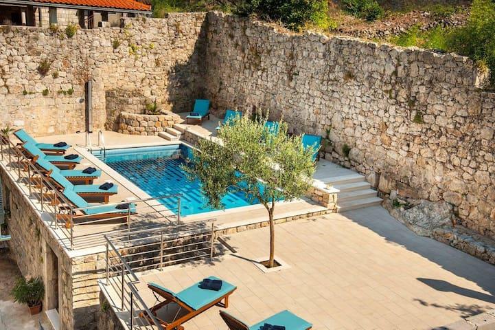 LUXURY VILLA SWIMMING POOL STUDIO 1 - Dubrovnik - Villa