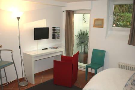 Modern Business Apartment Top Location - 波恩 - 公寓