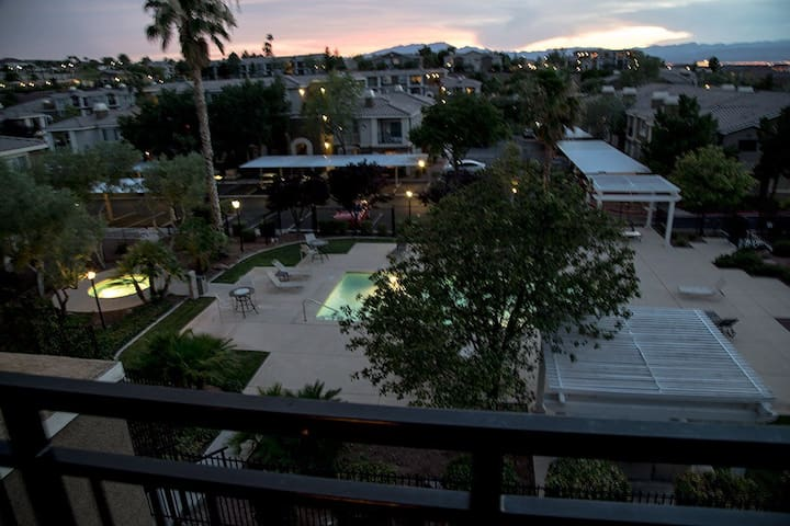 Modern Las Vegas Condo-Strip View - Henderson - Apartment