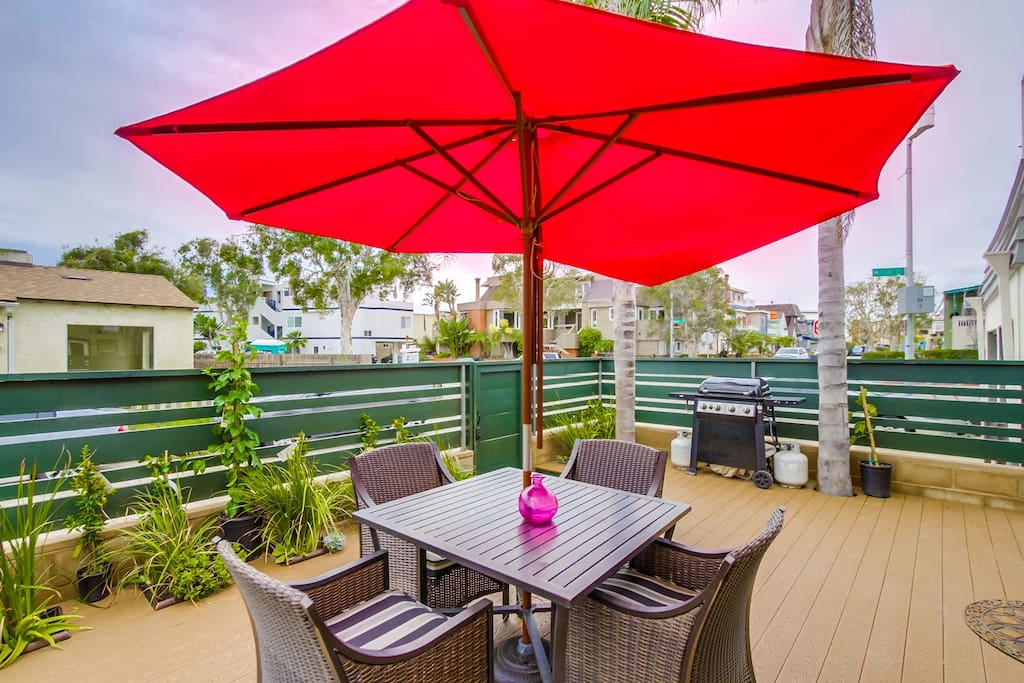 Outdoor dining table/chairs