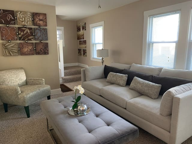 Stylish & Modern Apartment Near FortDrum Watertown