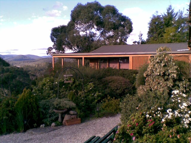 HELGRAH with VIEWS TO DIE FOR .. - Healesville - Loft