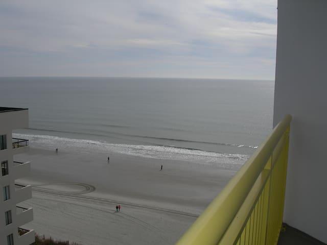 Ocean/City Views Studio w/Kitchenet - North Myrtle Beach - Appartement