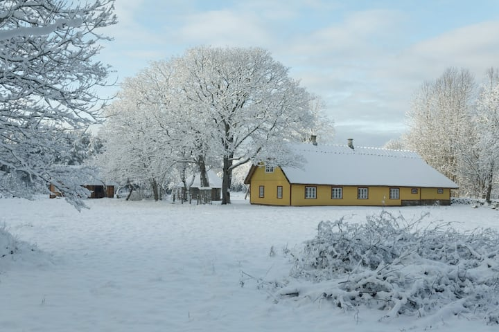 Cosy Farmyard for Offseason Holidays