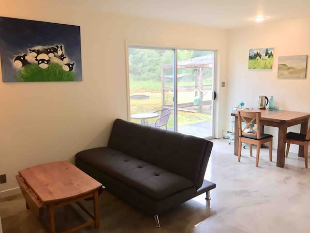 Private suite on Blueberry farm - Close to Ocean