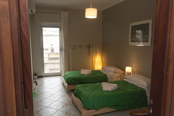 "Room (GREEN) in the center of Palermo ""La Zagara"""