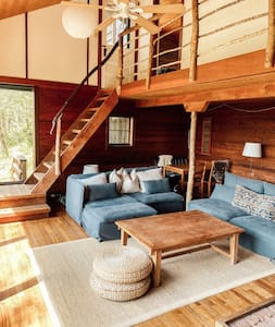 Secluded Riverfront Treehouse near National Park
